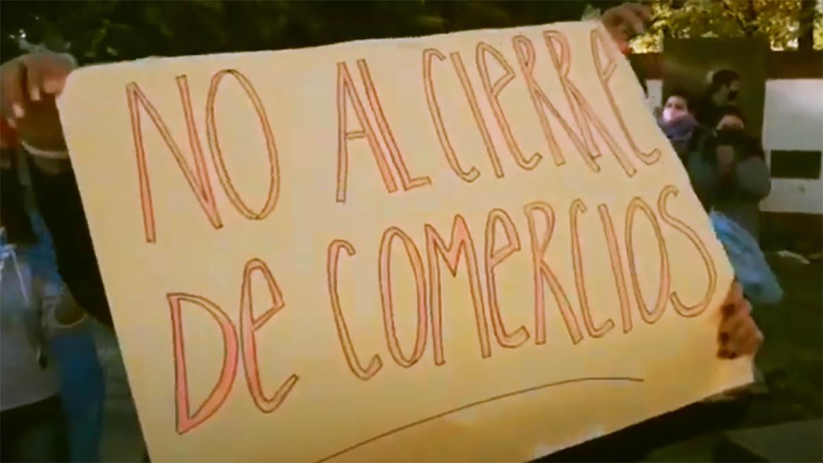 Manifestación contra las restricciones a comercios y empleos independientes en Magdalena