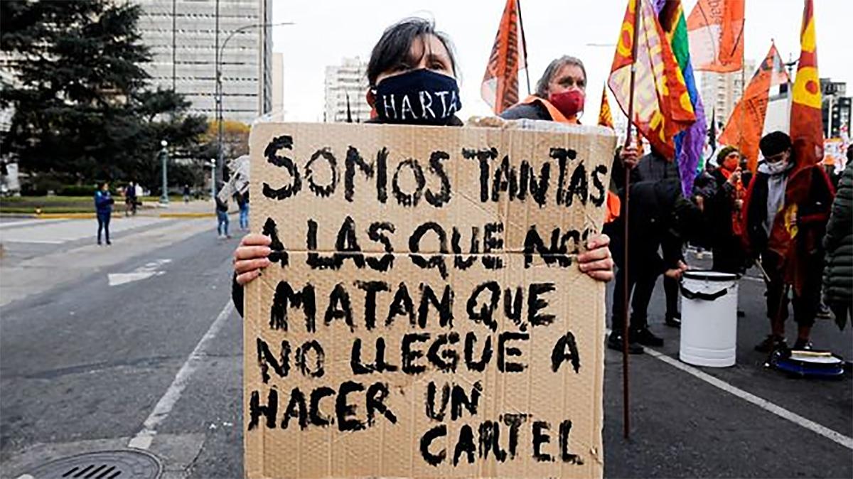 Colectivos de Mujeres y LGBT marcharon en La Plata contra femicidios y por aparición de #Tehuel