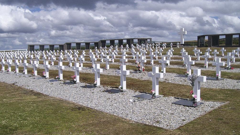 Restos de excombatientes de Malvinas  identificados serán inhumados en Darwin