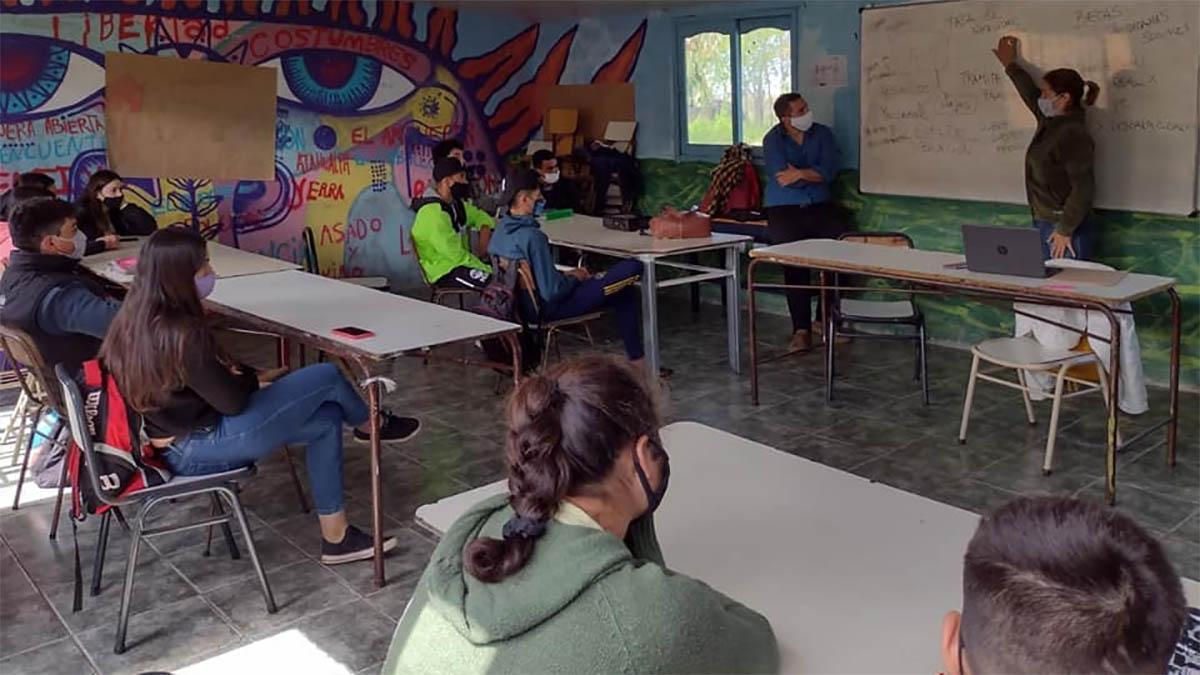 Anses y Pami Magdalena realizaron un operativo de información en el Cept 29 de Payró