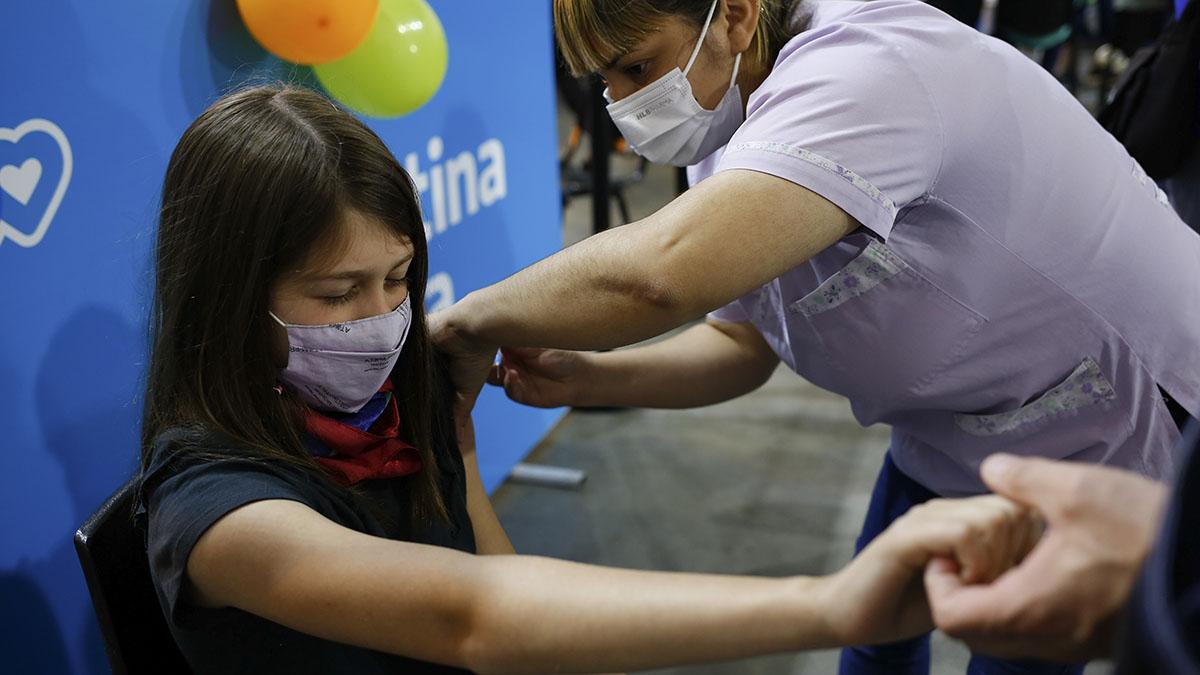 Vacunación libre con segunda dosis para mayores de 18 años en toda la provincia